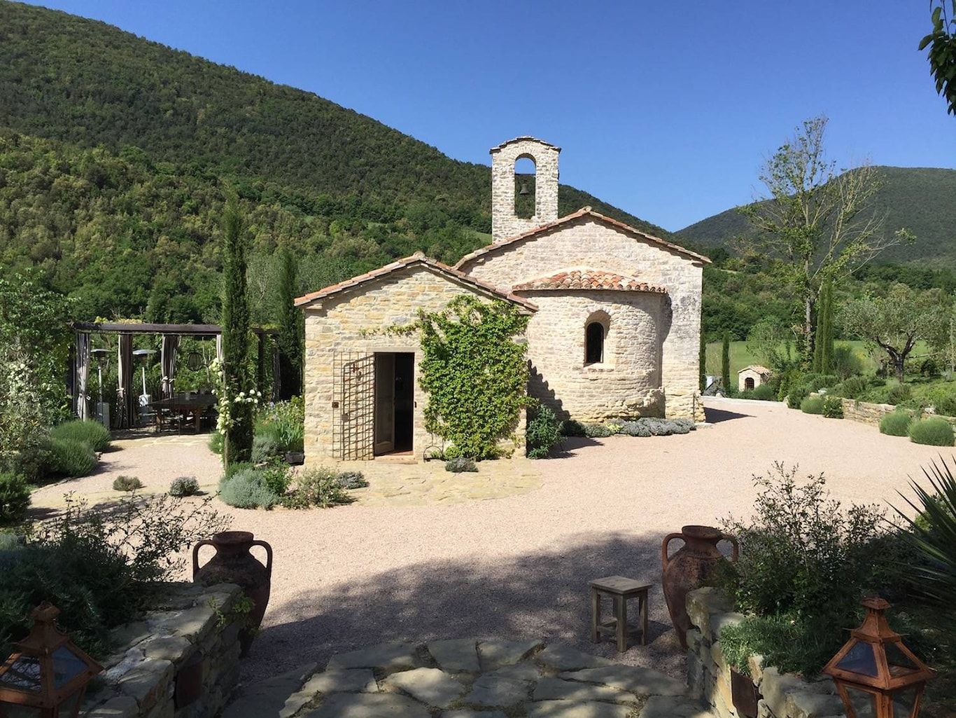 Chiesa del Carmine in Umbria where we stay during our painting holidays in Italy